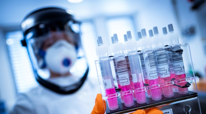 Una nueva investigación muestra que las drogas anticoronavirus podrían ser producidas por centavos