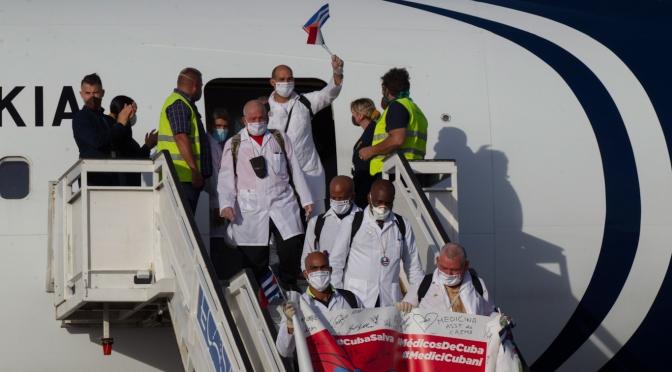 Trump martillea  a Cuba mientras Cuba cura a los enfermos