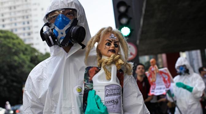 Activistas instan al Departamento de Agricultura de EE.UU. a negar el nuevo y mortal combo de OGM y herbicidas de Monsanto