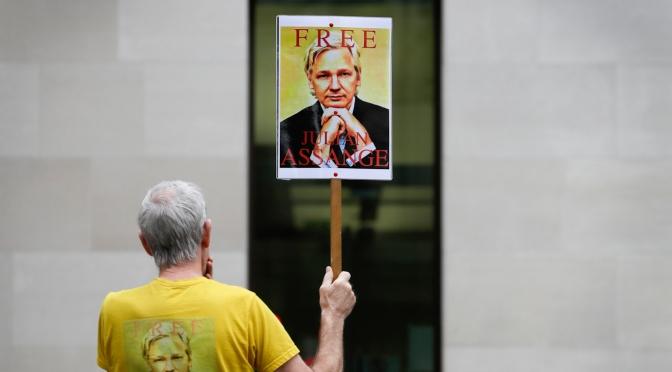 El caso judicial de Julian Assange se retrasó de nuevo en extrañas circunstancias