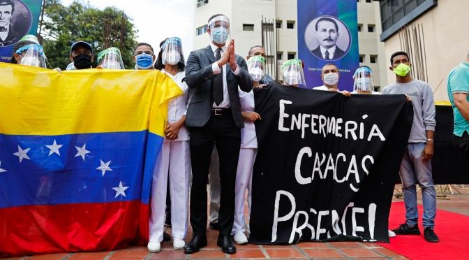 ¿Por qué el gobierno de EE.UU. está usando dinero robado para pagar a los médicos en Venezuela?