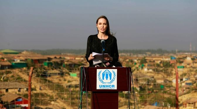 La entrevista de Angelina Jolie con el MI6 muestra lo conectado que está Hollywood con el Deep State