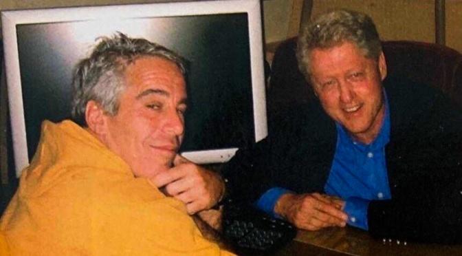 El silencio de los medios corporativos es ensordecedor mientras el ex ayudante de Clinton confirma los lazos con Jeffrey Epstein