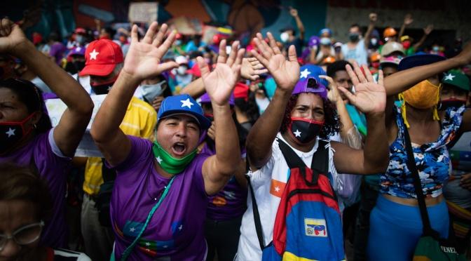 Los medios de comunicación de EE.UU. y los encuestadores están furiosos después de que los venezolanos desafíen al imperio de EE.UU. para reelegir a los socialistas