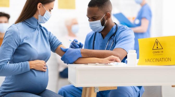 Pfizer COVID Advertencia del pinchazo: No amamantar, evitar el embarazo durante 2 meses, impactos desconocidos en la fertilidad